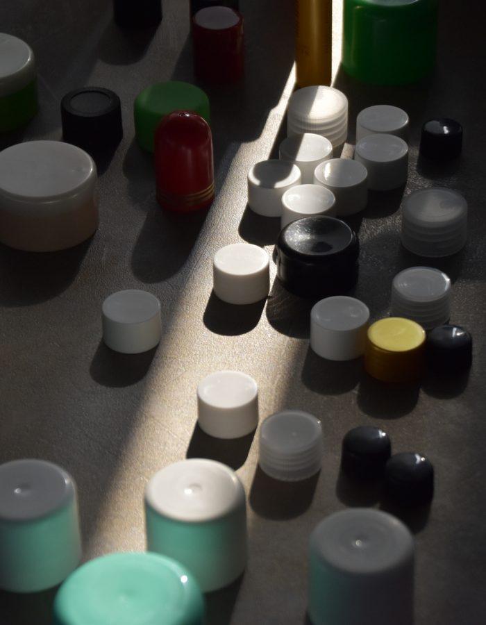 Tappi in plastica di diverse dimensioni e colori - BosisioFrancesco